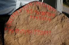Hogganviksteinen inskripsjon
